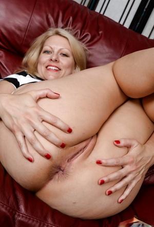 Matutre nude women with ass spread Free Huge Mature Ass Porn At Sexy Butt Pics Com